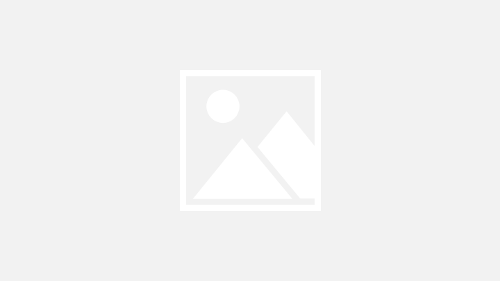 زمن كورونا: زواج من خلف الزجاج في كاليفورنيا (صور)